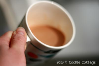 Mok melk met earl grey thee