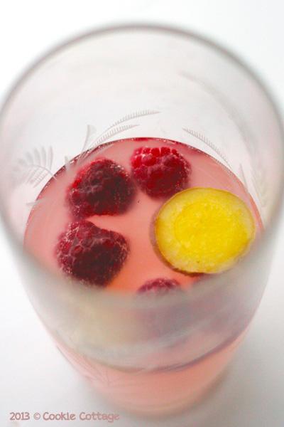 Zomerdrankje - roze gemberbier met frambozen