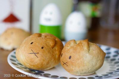 Paasbroodjes in de vorm van een poes