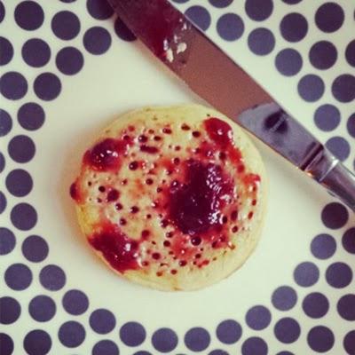 Crumpets met jam