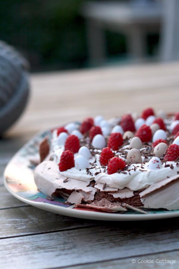 Pavlova met chocolade en mokkaroom (zuivelvrij)