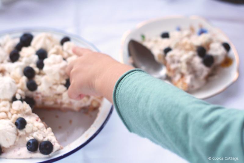 Kerstdessert: Tiramisu met bosbessen en meringues