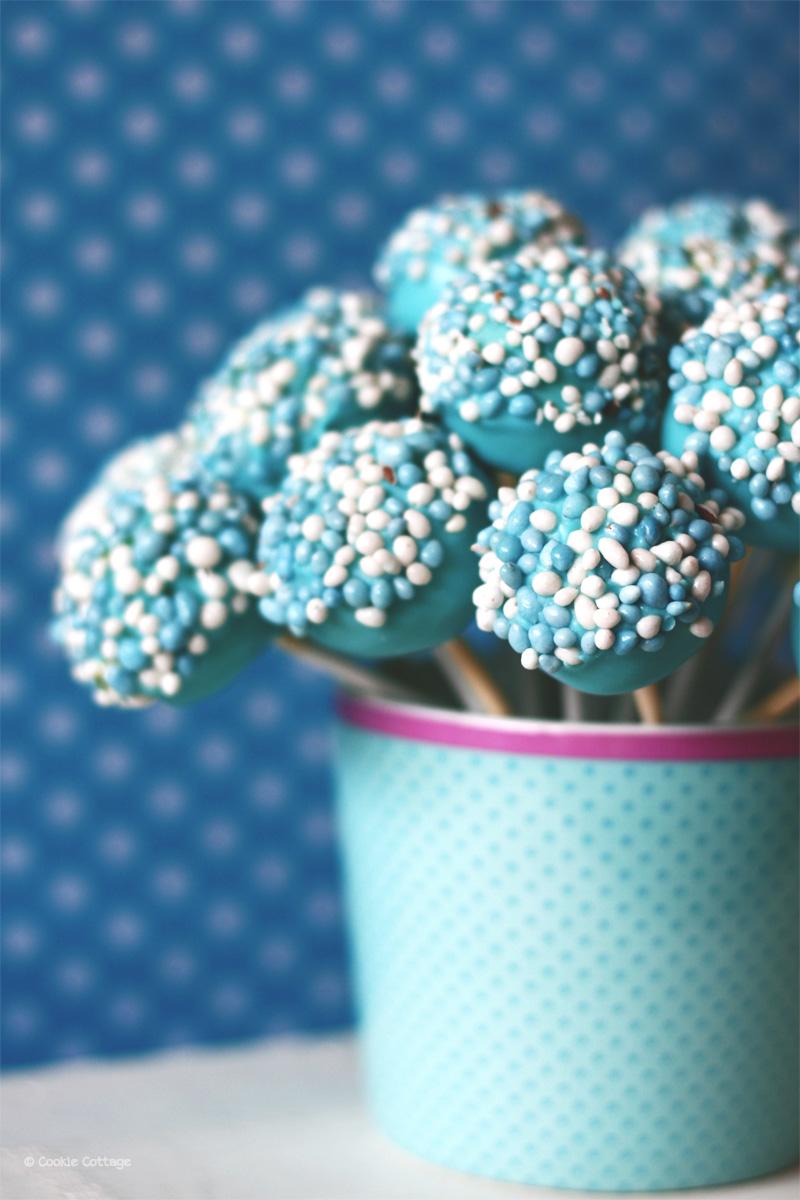 baby boy - cakepops met blauwe muisjes