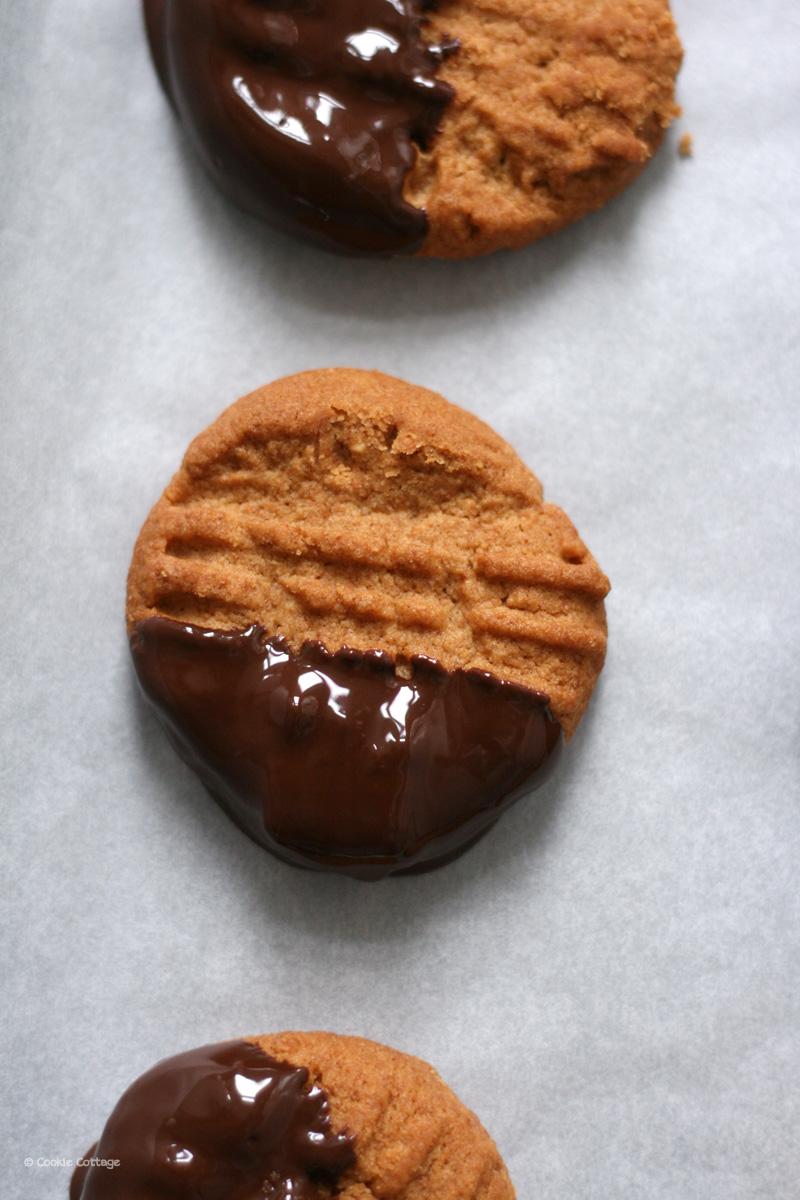 volkoren koekjes met pindakaas en chocolade