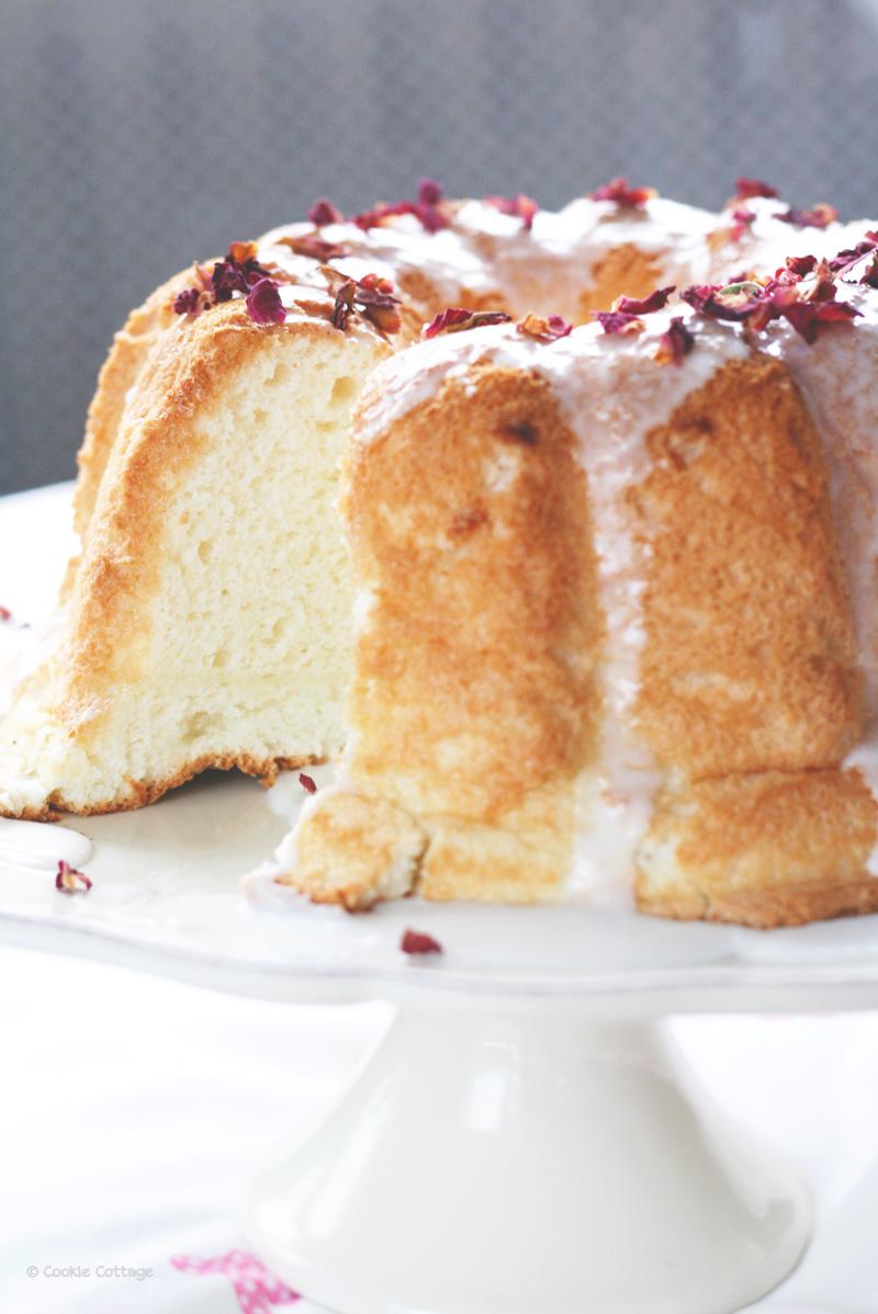 Angel food cake met rozenwater