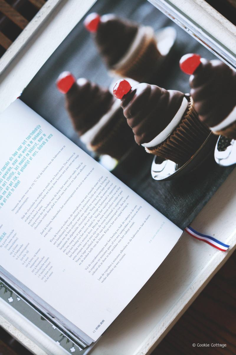 Bakken met Menno cupcakes cherry on top